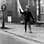 Demonstrant mit Thüringer Fahne